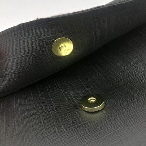 borsetta a tracolla con catena e fascia fluo